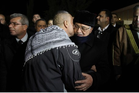 Mahmoud Abbas hugs freed terrorist
