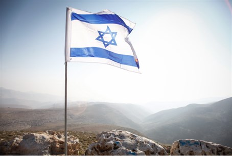 Israeli flag in Jordan Valley (file)