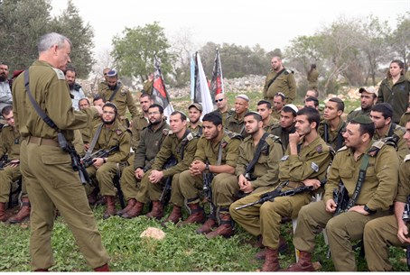 Gantz speaks to Nachal Hareidi soldiers