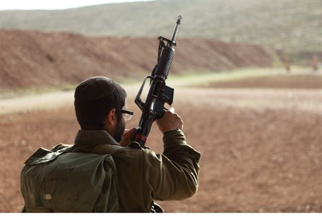 IDF soldier in Jordan Valley (file)