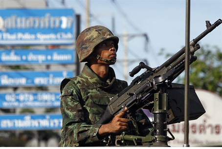 Thai soldier in Bangkok enforces martial law