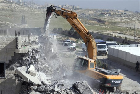 Illegal Arab building demolished (file)