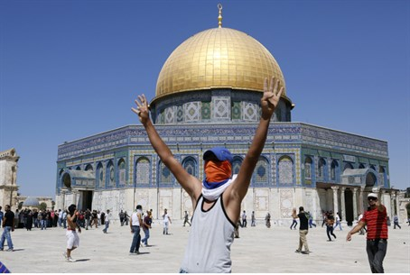 Arab rioter on Temple Mount (file)