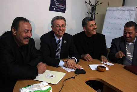 Mustafa Barghouti (center)