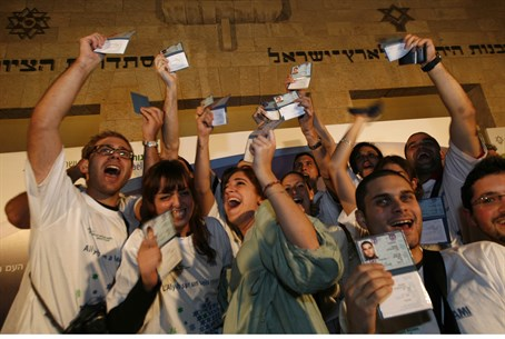 French aliyah just keeps on rising (file)