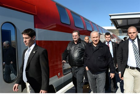 Binyamin Netanyahu visits the Sderot train st