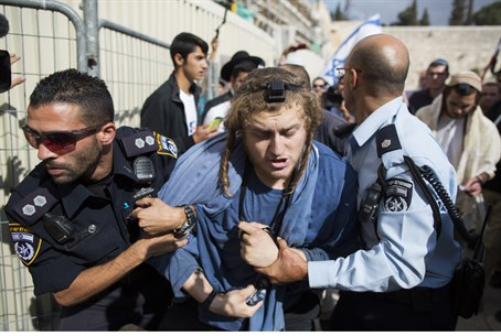 Police arrest Jew at Temple Mount (illustration)