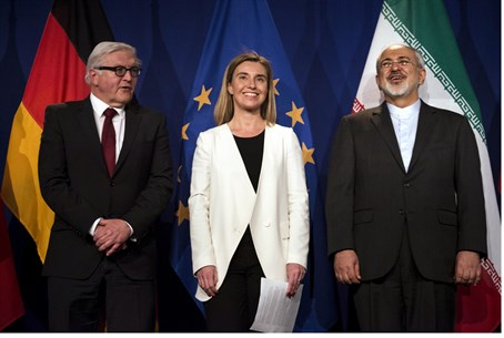 German, EU and Iranian foreign ministers announce deal (file)
