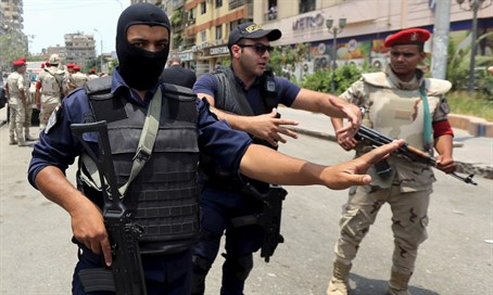 Egyptian security forces are pursuing the attackers (file)