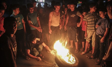 Gazans burn tires to protest electricity shortage, Sept '15