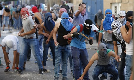 Arab rioters in Issawiya, Jerusalem