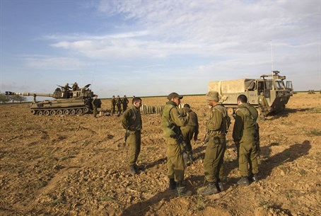 IDF soldiers near Gaza fence (file)