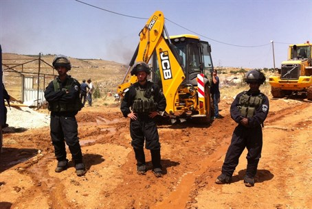 Security forces in Tekoa before demolition