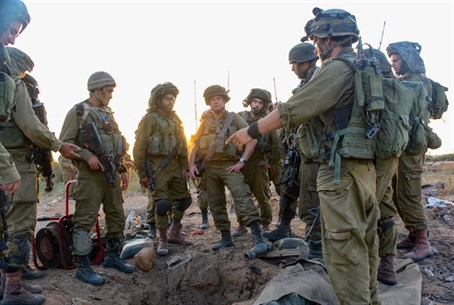 IDF soldiers unearth Gaza tunnel (file)