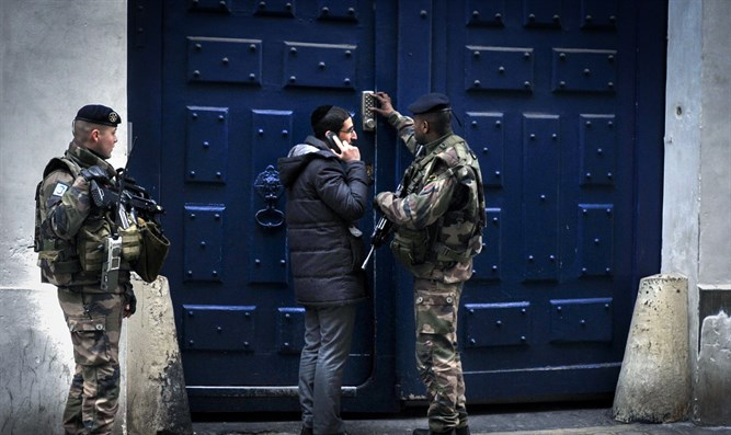 French soldiers guard the entrance to a Paris synagogue