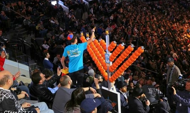 Chabad Hanukkah candle lighting at NBA game in Brooklyn