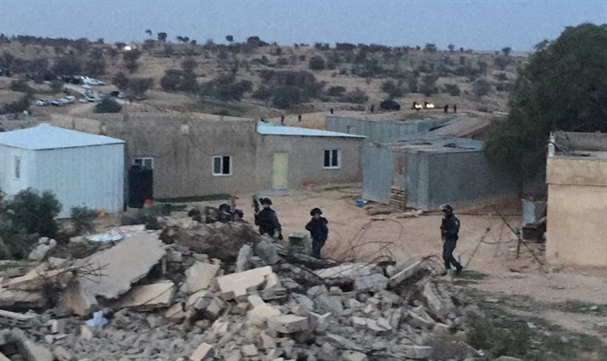 Israeli forces at Umm Al-Hiran