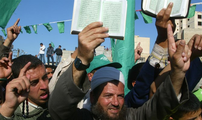 Hamas supporters hold copies of the Koran during demonstration in Khan Yunis, Gaza