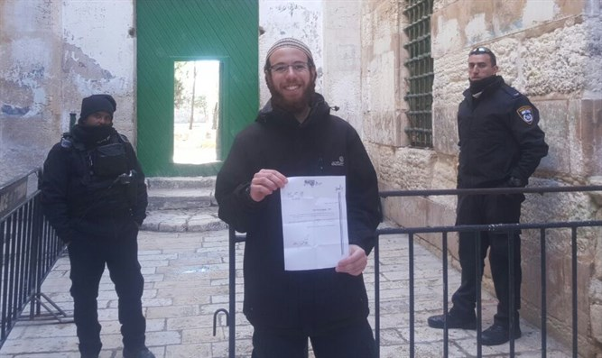 Kahati with order banning him from Temple Mount