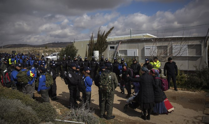 Evacuation of Amona, February 2017