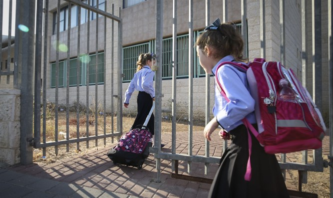 It's final: Nat. Religious school to be transferred to haredim