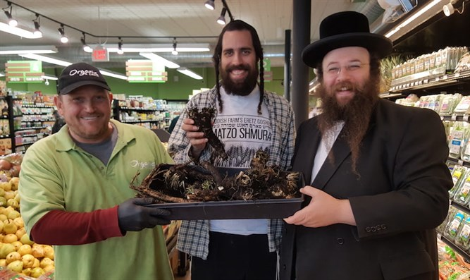 From right to left, Alexander Rapaport, co-founder of the Masbia Soup Kitchen, with Yisroe