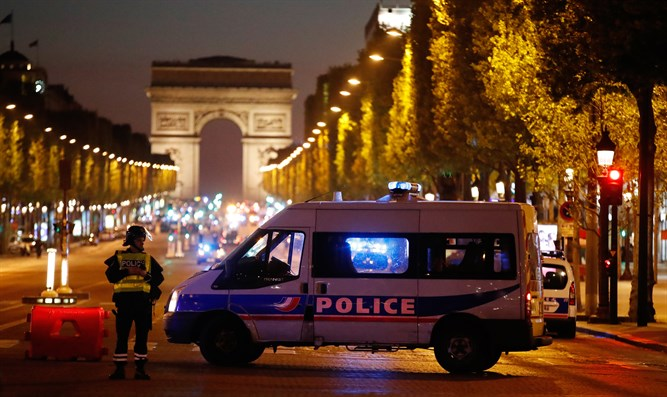 Police shut down Champs-Elysees after Paris shooting