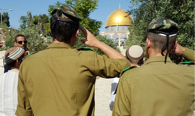 Soldiers on Temple Mount