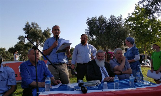 Shai Alon, ministers, and MKs at protest