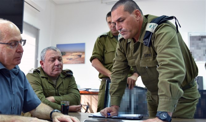 Chief of Southern Command Major General Eyal Zamir (right)