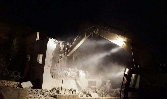 House demolition last night