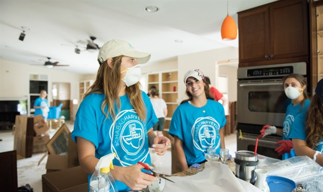 Students help Chabad with 'Harvey' relief efforts