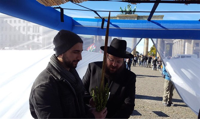 Rabbi Teichtal in his sukkah opposite Brandenburg Gate